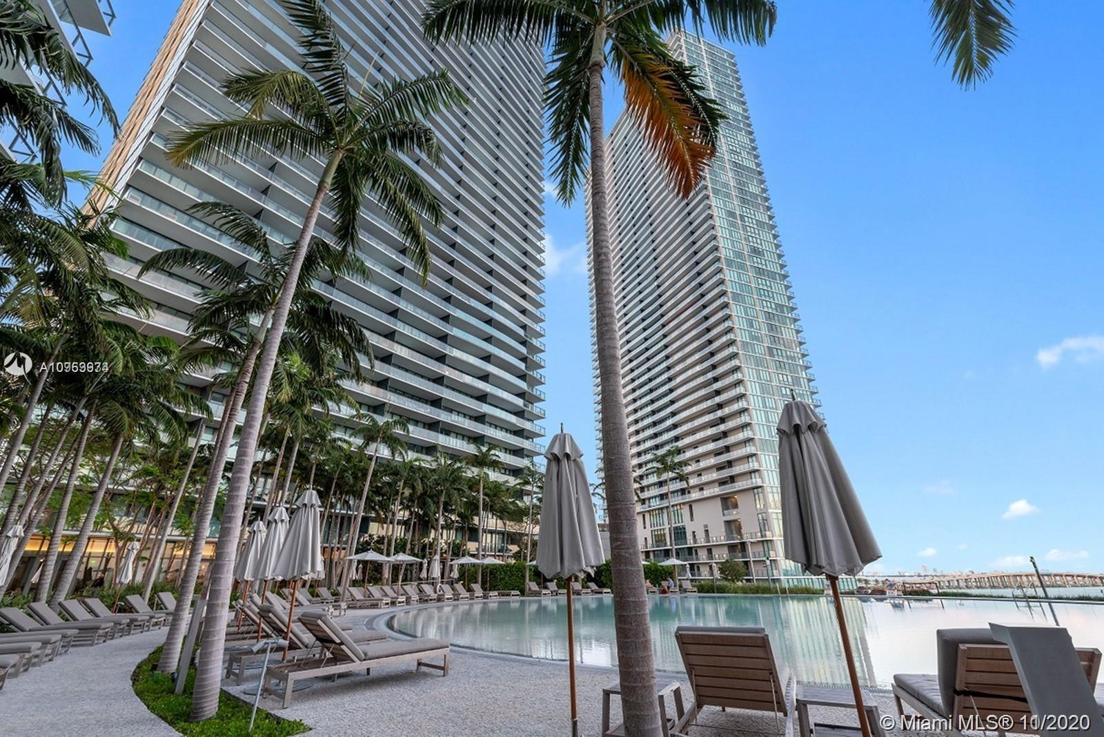 Amazing apt in a luxurious building,breathtaking views of the bay,2 private elevators in 2different,