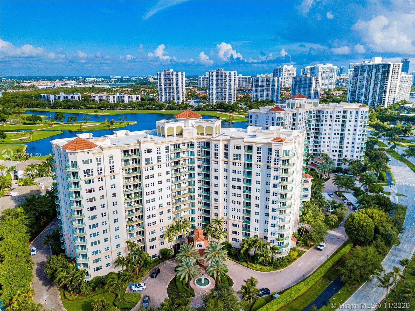 Gorgeous 3/3 village, corner unit located in the modern city of Aventura on the famed Turnberry golf