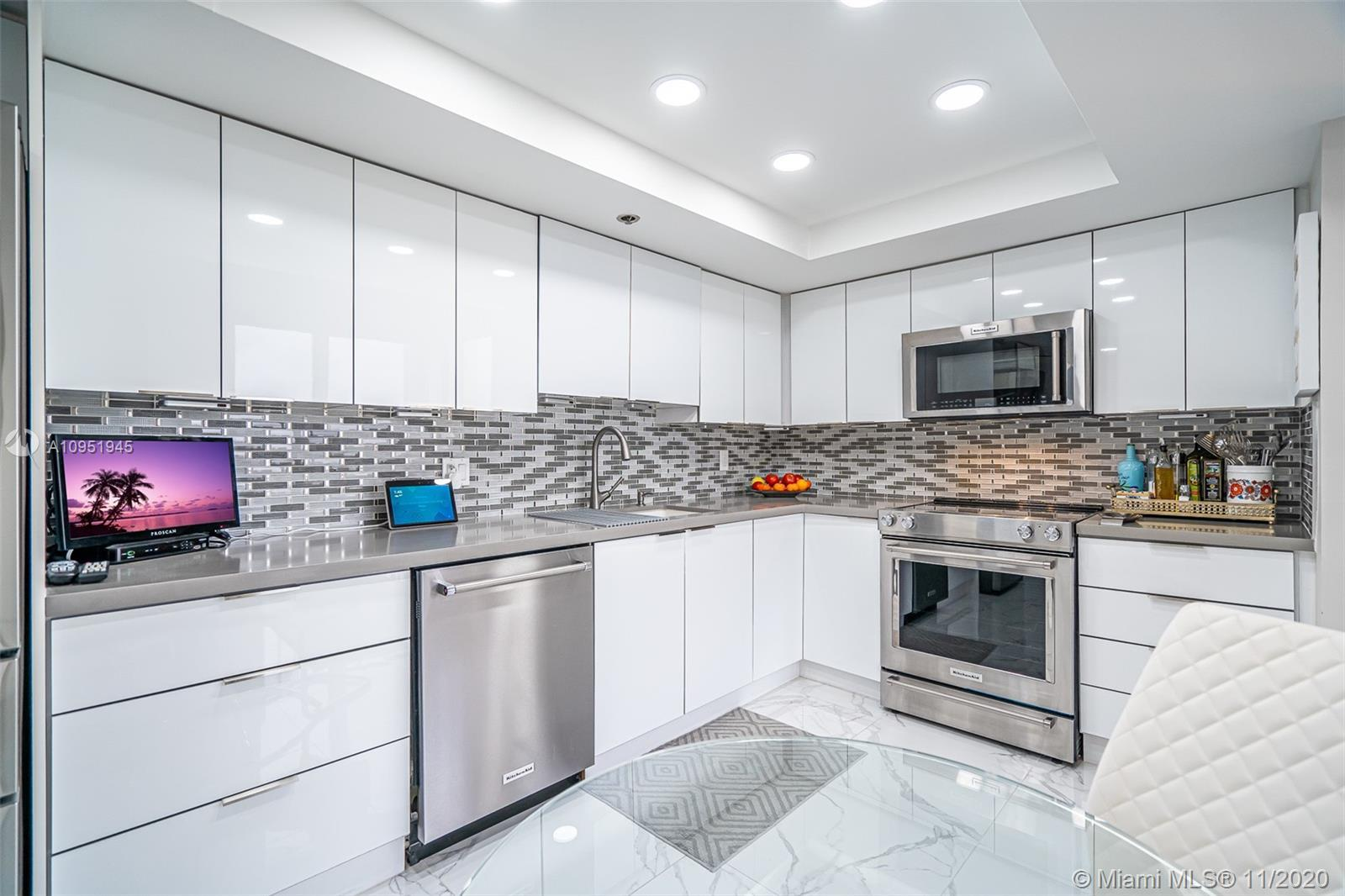 STUNNING CORNER PENTHOUSE CONDO COMPLETELY RENOVATED! CONTEMPORARY STYLE 8TH FLOOR UNIT IN IN MID-RI