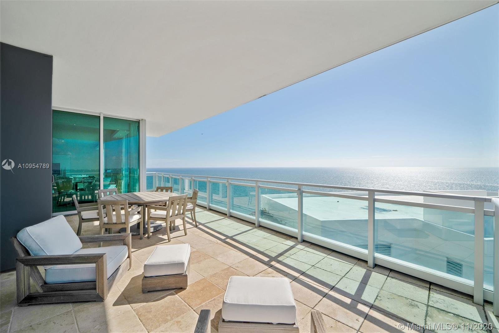 STUNNING RESIDENCE WITH OPEN LIVING & DINING AREA OVERLOOKING PANORAMIC OCEAN VIEWS. LUXURIOUS RITZ