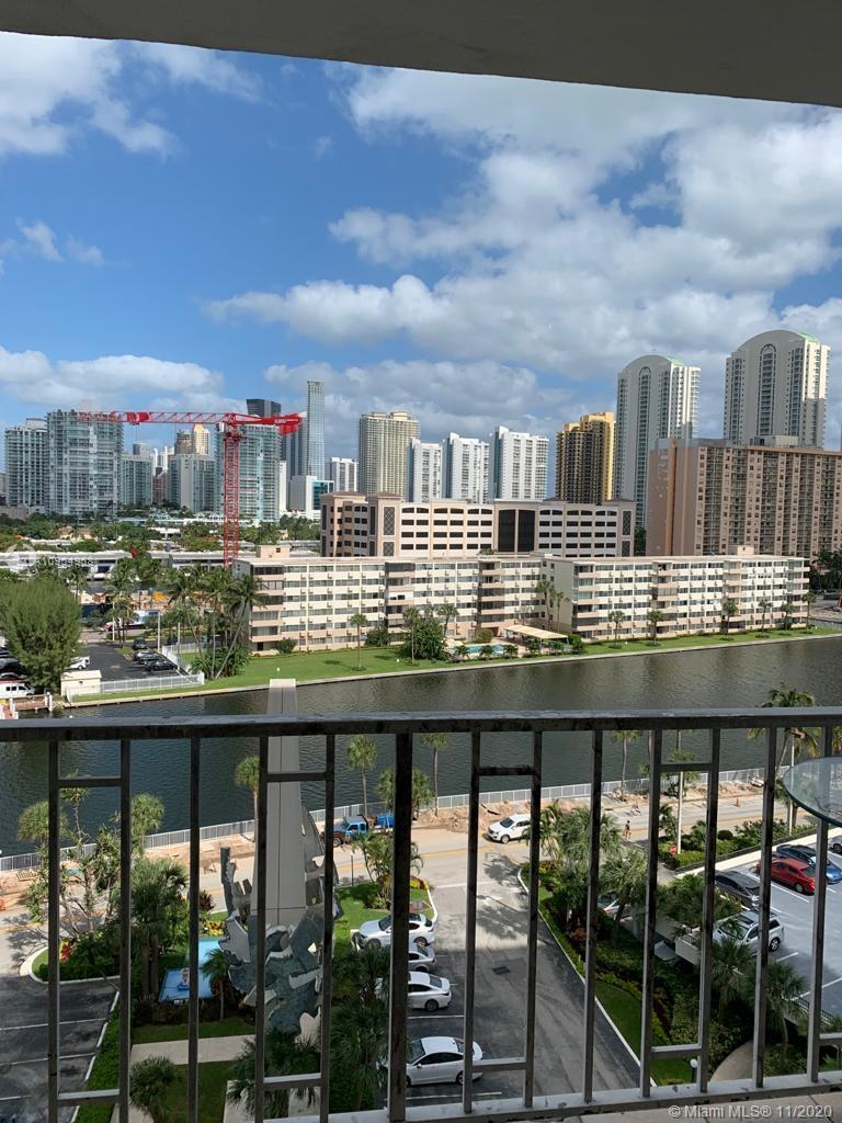 Beautiful condo unit in Arlen House 300, this is a 1 bedroom unit with 1 and 1/2 bath facing north.
