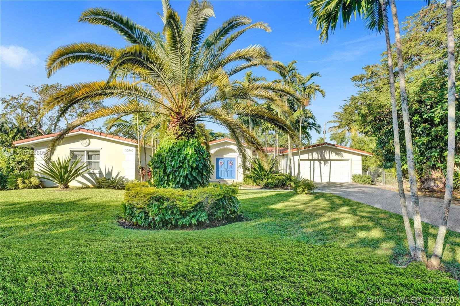 Peaceful and phenomenal modernized retreat in most sought after neighborhood of North Pinecrest. Thi