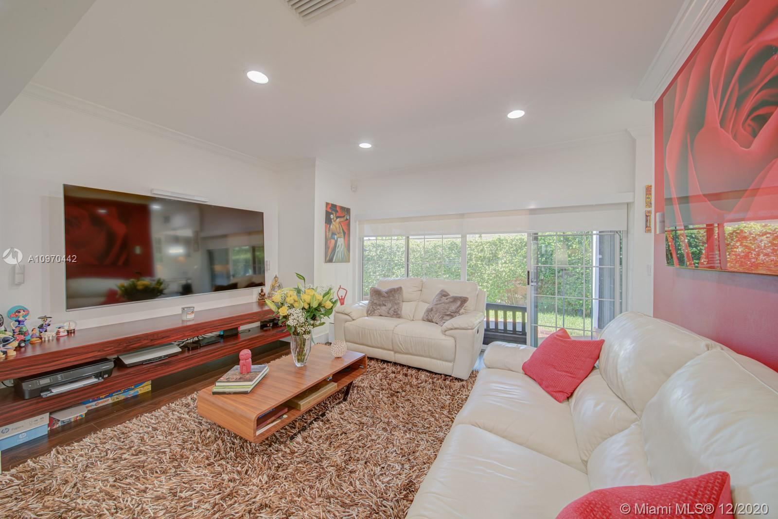 Rare find in North Bay Island, 3 bedroom 3.5 bath renovated home.  This home features a remodeled ki