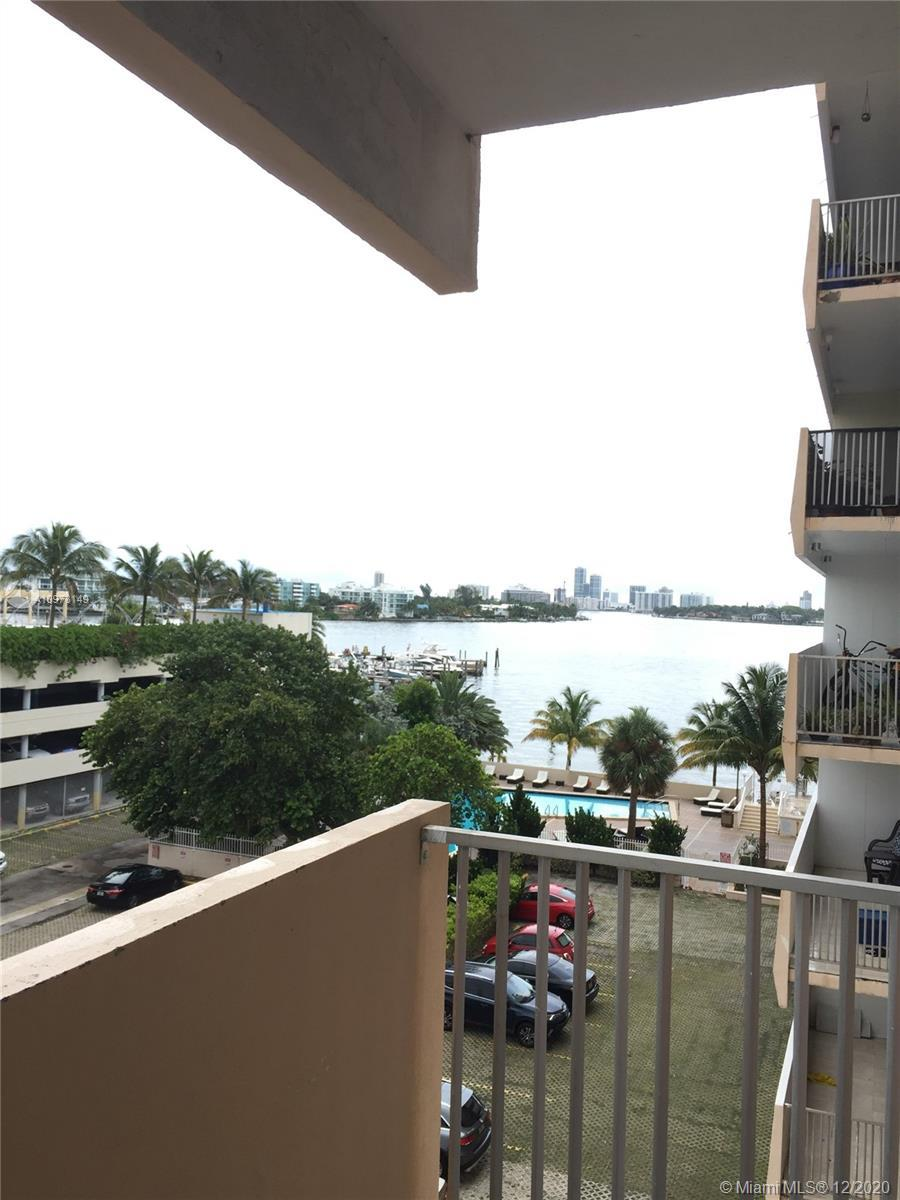 Huge 2 bedroom 2 baths with beautiful view of the Inter Coastal. Large walking closet in Master Bedr