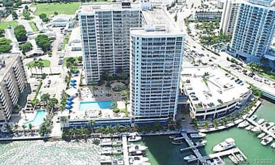An amazing 2 bedrooms unit with spectacular and breathtaking views of Biscayne Bay, the Miami skylin