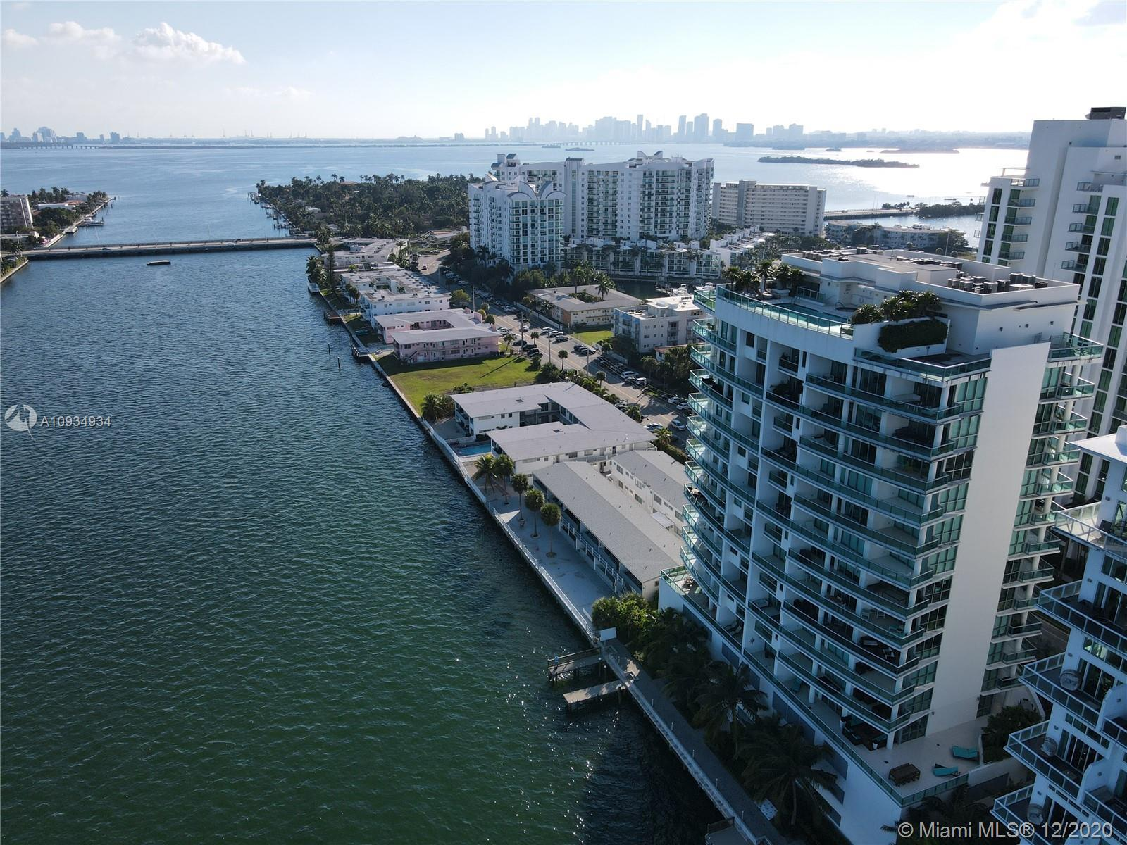 Gorgeous corner unit in Ceilo on the Bay boutique condo building(only 36 units). Breathtaking water