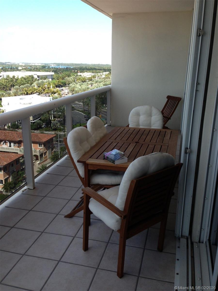 BEAUTIFUL 2 BEDROOM APARTMENT IN SURFSIDE. RIGHT ONT HE BEACH, WALKING DISTANCE TO BAL HARBOUR SHOPS