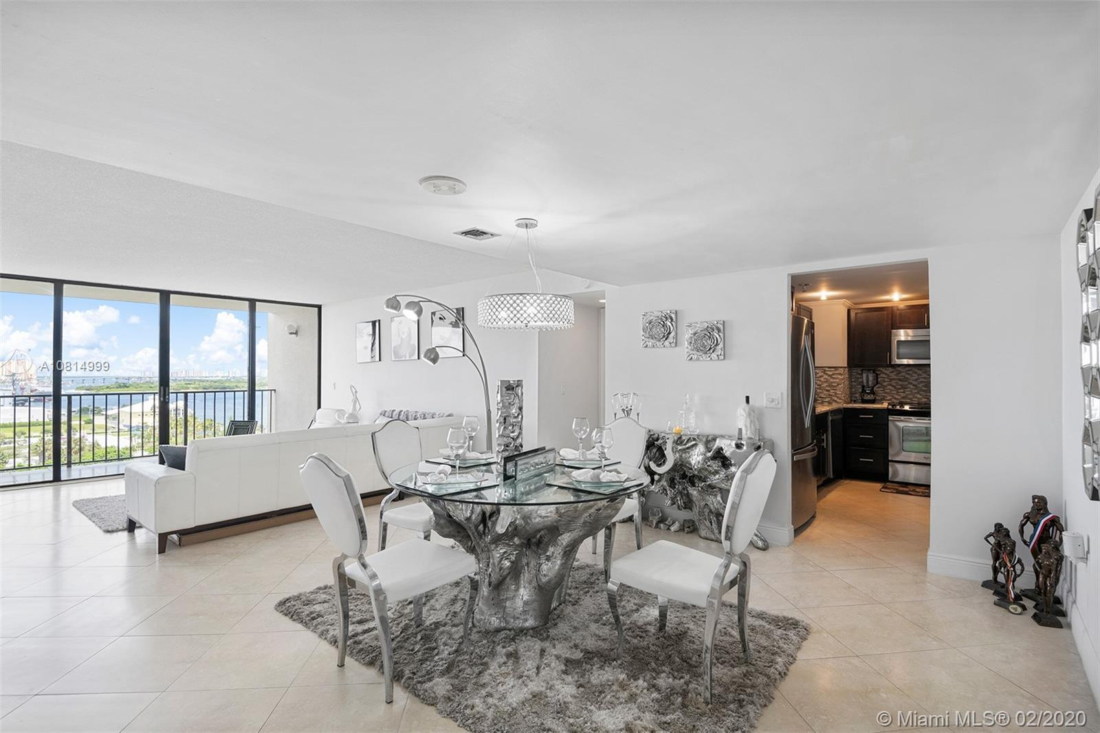 AMAZING, FULLY UPDATED WATERFRONT UNIT! INCREDIBLE LOCATION OVERLOOKING THE OCEAN & INTRACOASTAL. GR