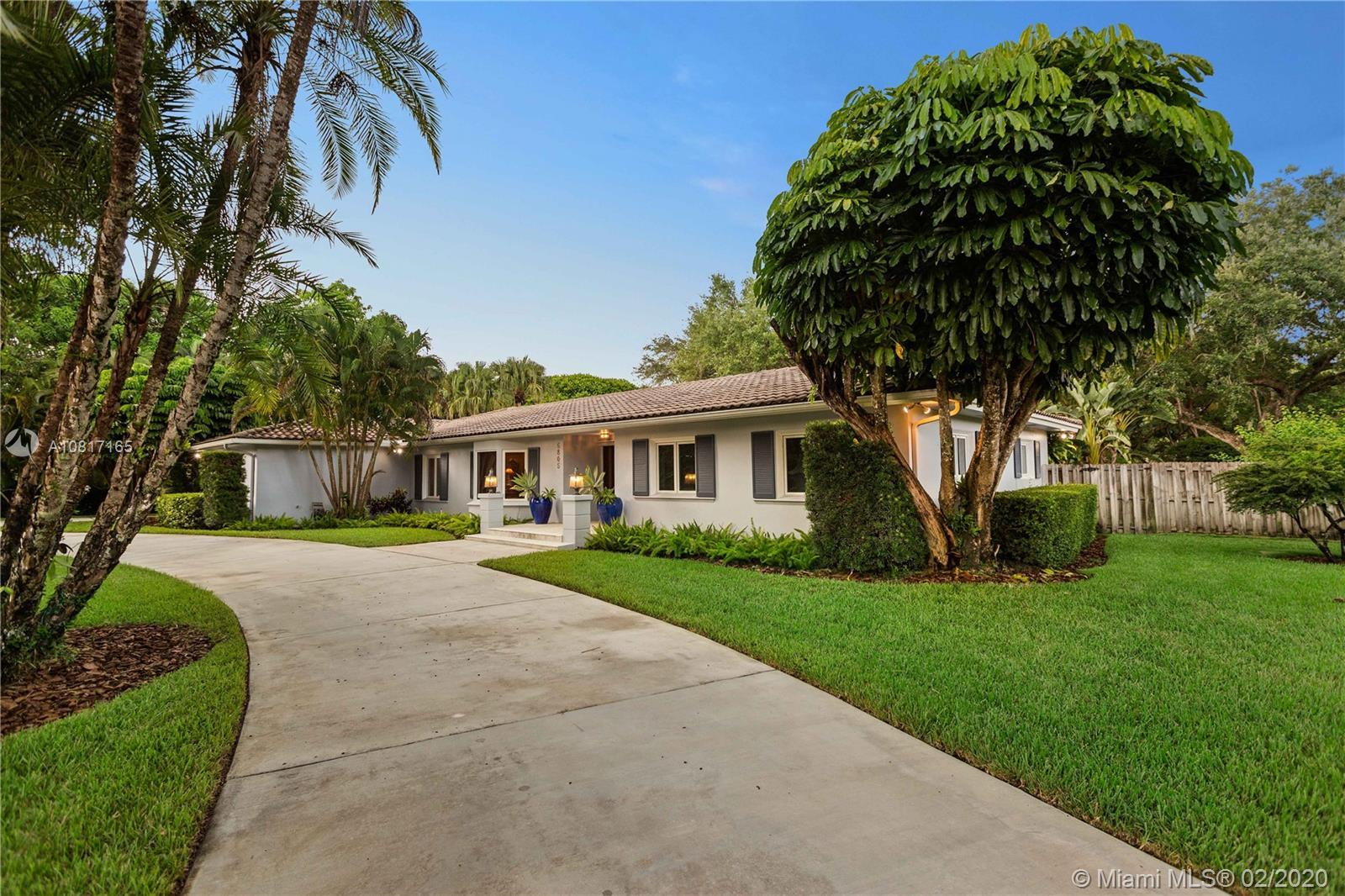 Beautiful and Comfortable 4-bedroom, 2-bath, one level corner Ranch Home, in north Pinecrest. This h