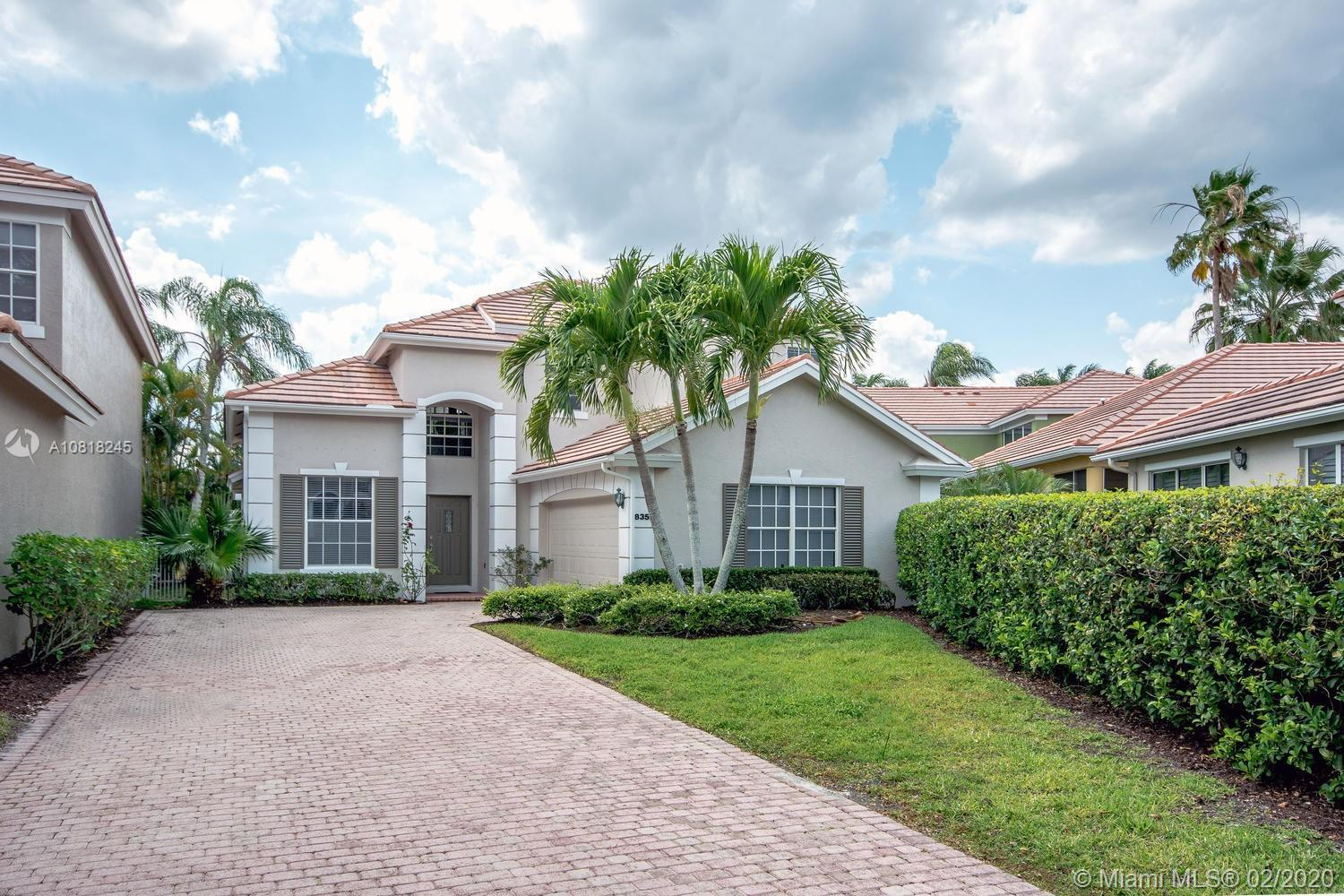 Located in Ibis Golf & Country Club, this home has 3 Bedrooms, 2.5 Baths and Loft. It boosts a sweep