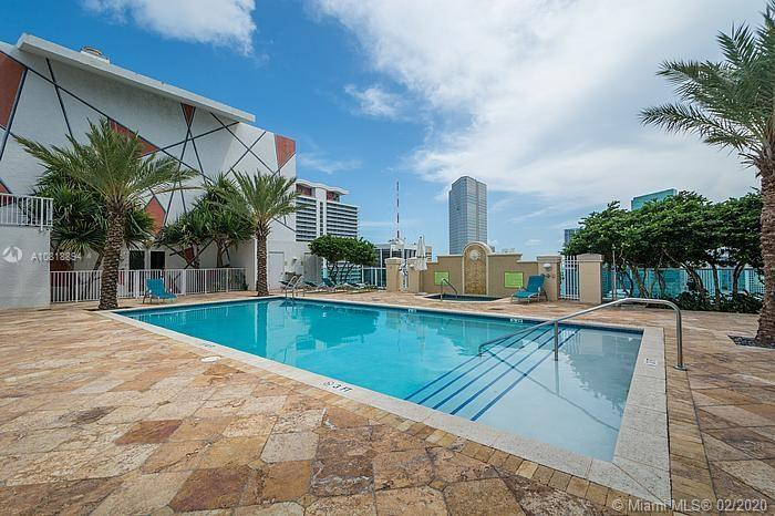 20th floor 2 bedroom condo located in the heart of Downtown Miami. Modern Kitchen with High gloss It