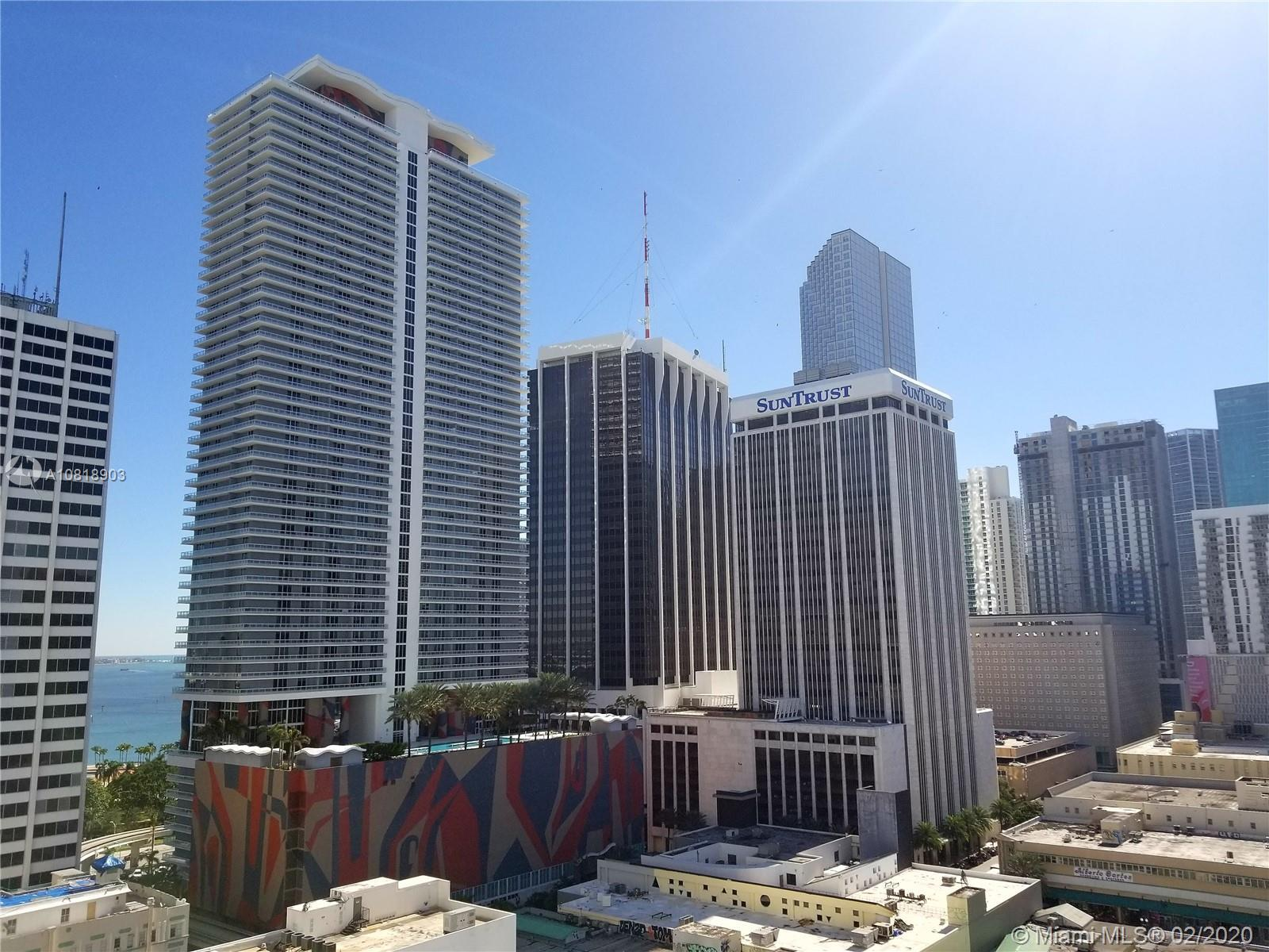16th floor 2 bedroom condo located in the heart of Downtown Miami. Modern Kitchen with High gloss It