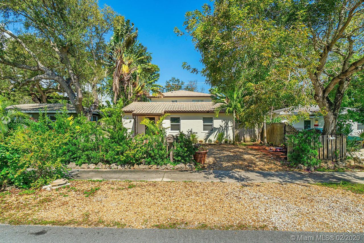 Location Location Location! 5/4 with additional 2/1 Guest House or income producing unit in Croissan