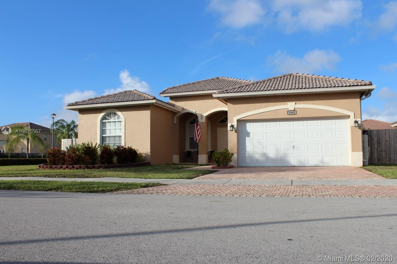 THIS EXTREMELY BEAUTIFUL SINGLE FAMILY HOME LOCATED AT SHORES AT KEYS GATE AND FEATURES A SPLIT FLOO