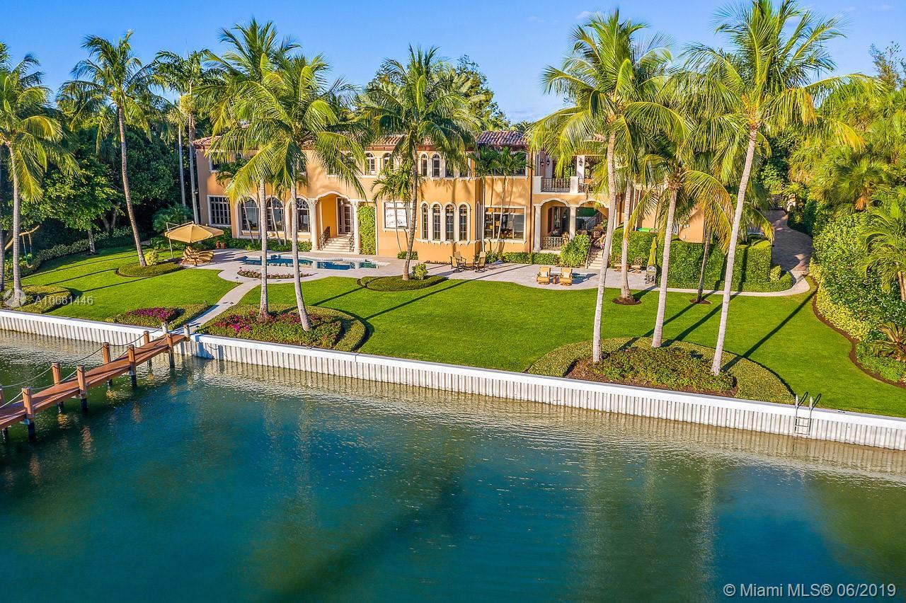 Located on the south end of Jupiter Island, this magnificent and meticulously maintained property of