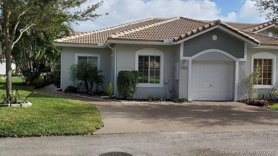 Gorgeous corner villa with auto garage open and driveway fits three cars Villa completely renewed si