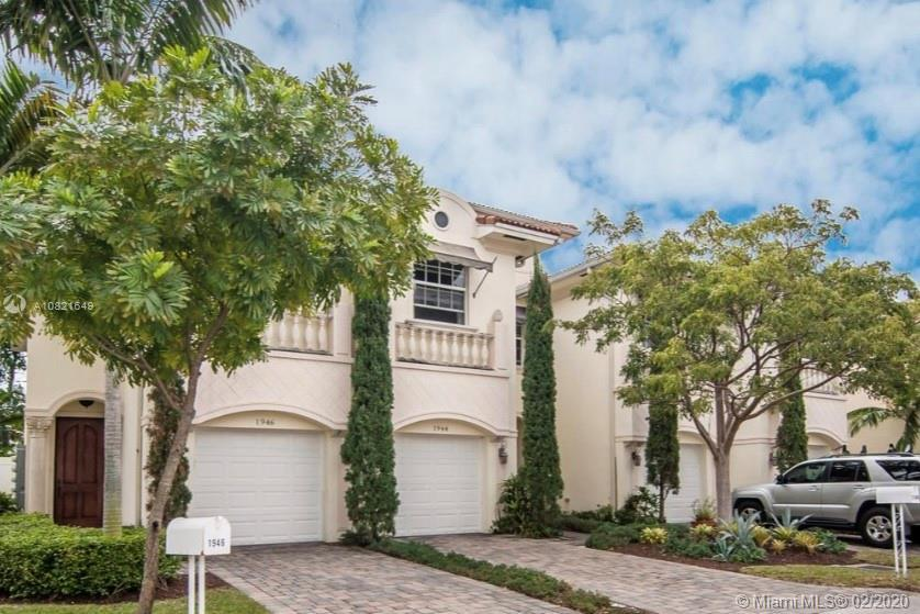 This 3 bedroom, 2.5 bath townhome is in the heart of the prestigious Lighthouse Point, east of Feder