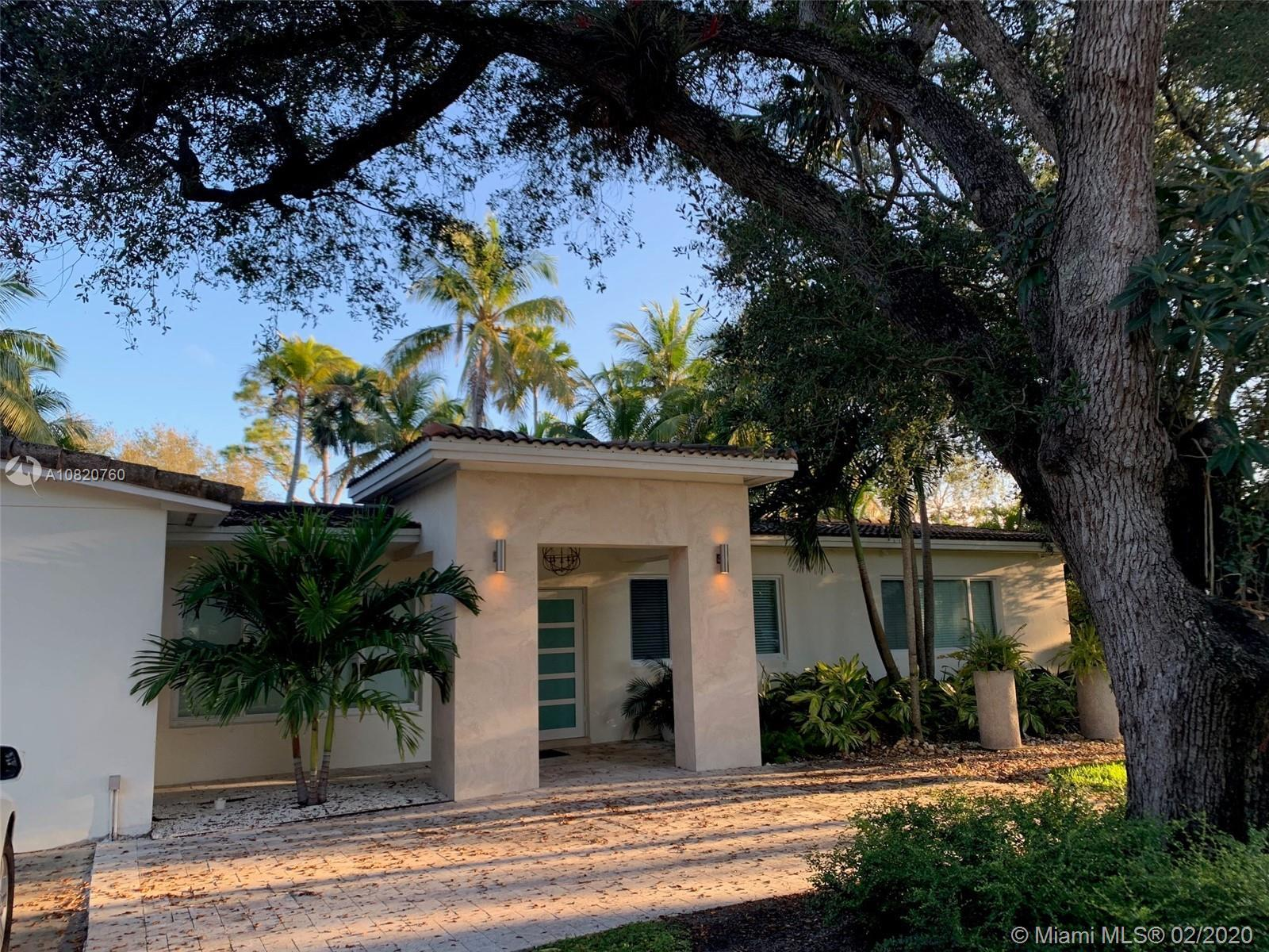 North Pinecrest lush tropical oasis with easy access to shops, restaurants and major roadways. 5 bed