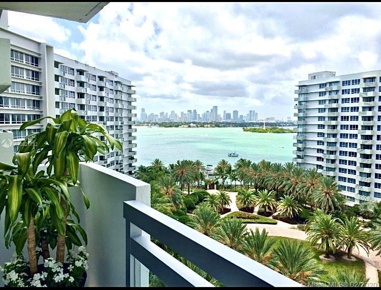 Beautiful 1/1 unit with beautiful water views and downtown just steps from famous Lincoln Road and t