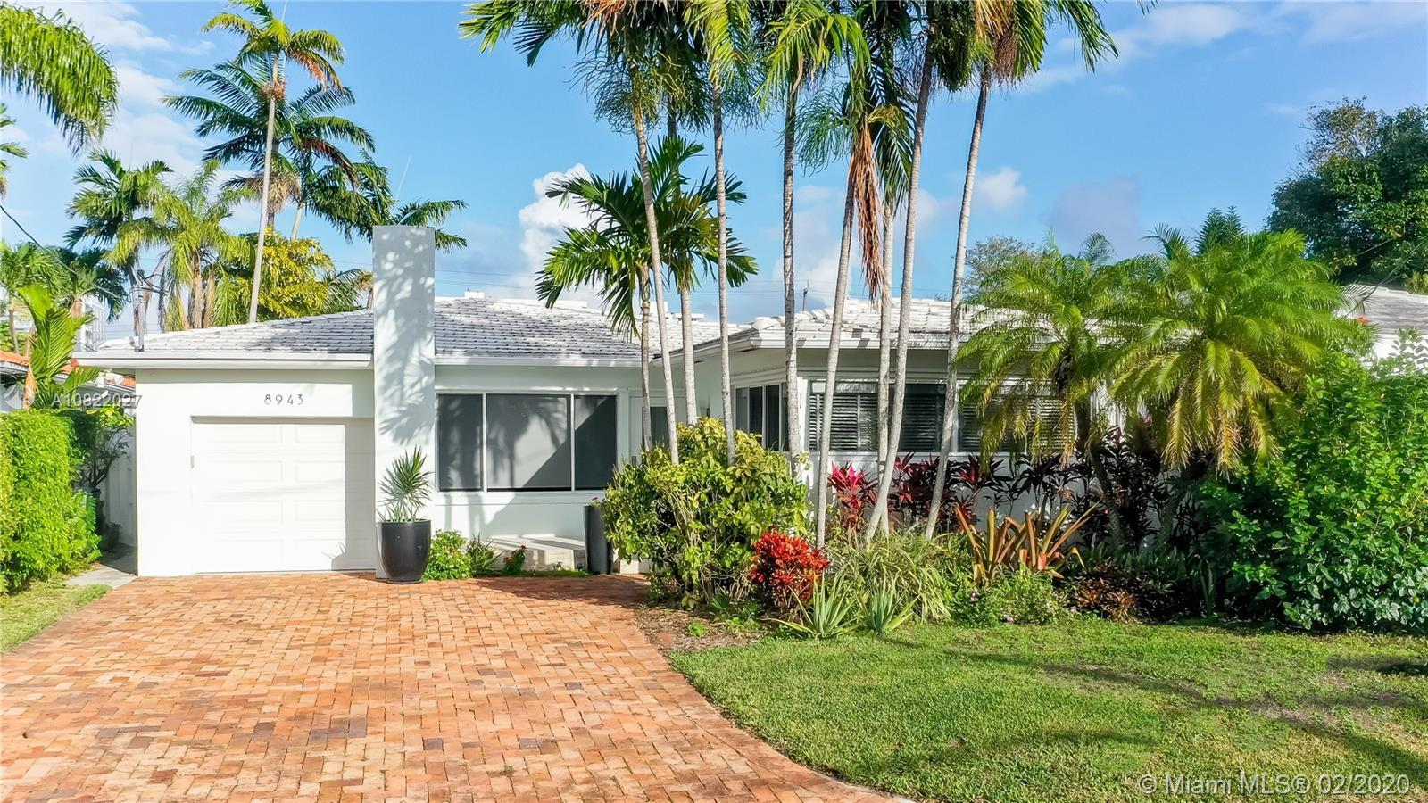 Pristine home conviniently located just a short walk to the beach and Surfside center, North Beach R
