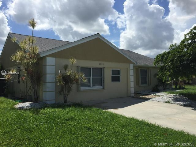 BEAUTIFUL SINGLE FAMILY HOME ON A TRANQUIL NEIGHBORHOOD. THIS LOVELY HOME FEATURES OPEN FLOOR PLAN W