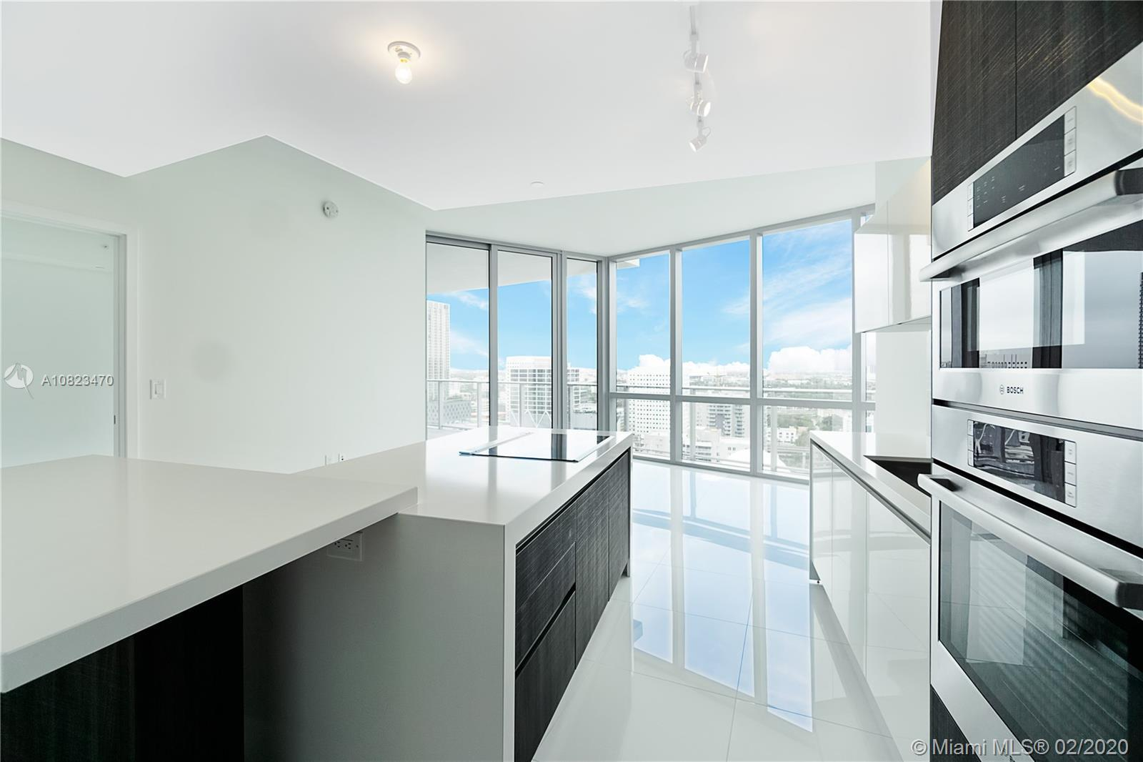 Beautiful new unit 1 bed + 1 den 2 full bath 1.491 sqf, very spacious, 10 foot ceilings with private