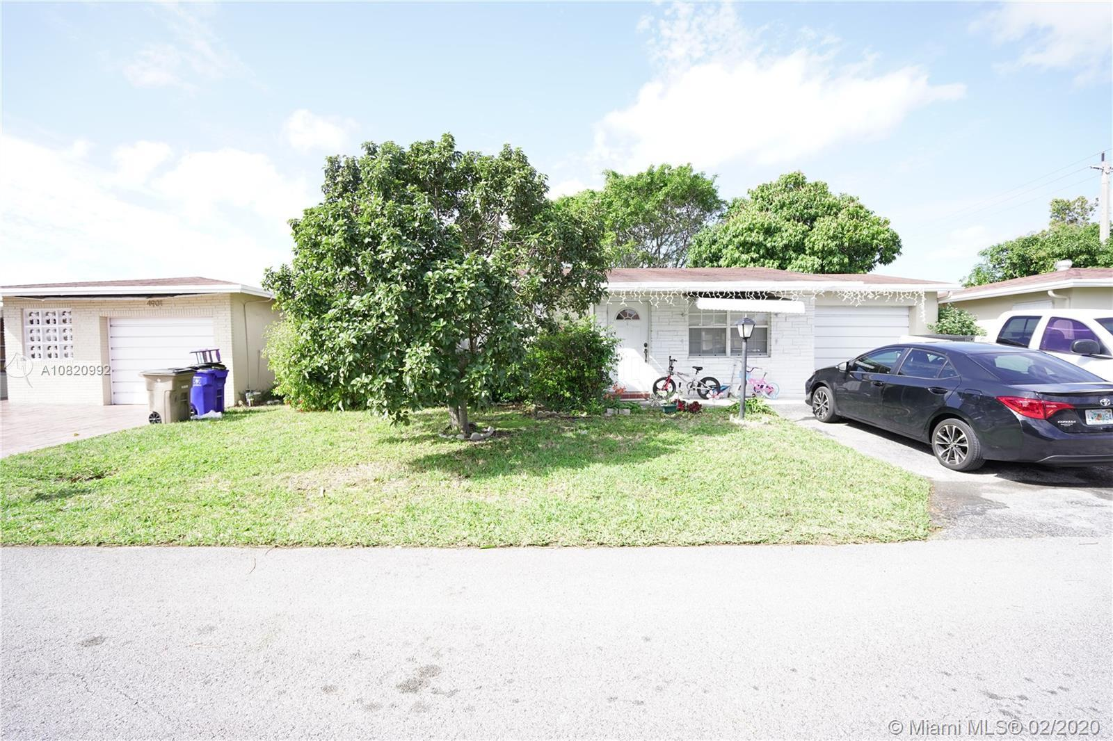 Perfect Deerfield Beach starter home in a beautiful, safe community close to 95, the sawgrass and th