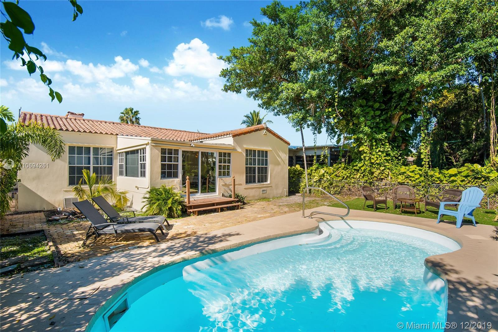 Welcoming & bright Surfside single-family home with 3 bedrooms, 2 bathrooms and a pool. Fireplace &