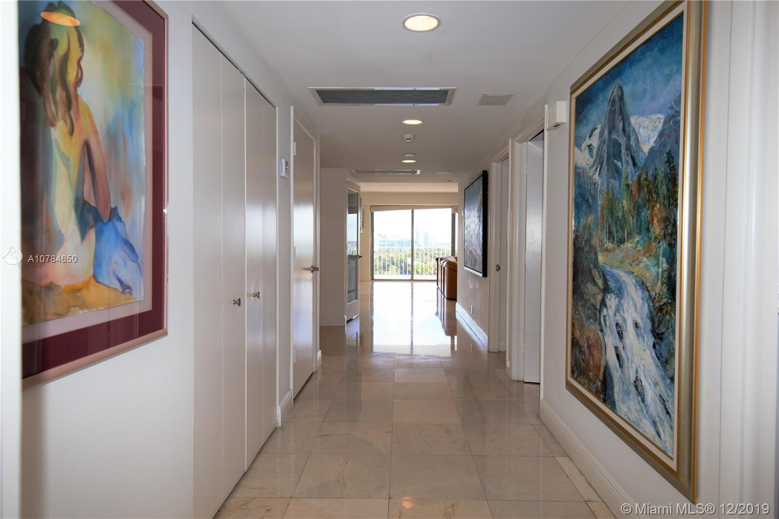 Amazing modern renovated corner apt in the 10 line. NW exposure. Ocean views from Master bedroom bal