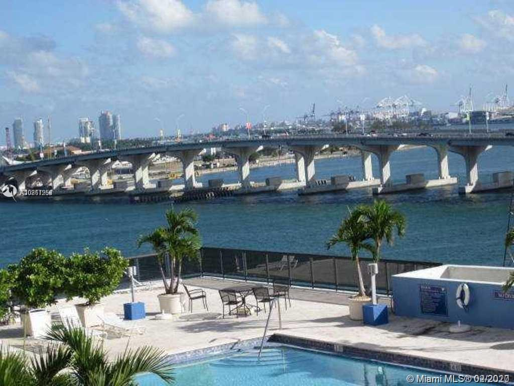 **********INCREDIBLE WATER AND CITY VIEWS !!!! 1 BEDROOM 1.5 BATHROOM APARTMENT !!! THIS UNIT  KITCH