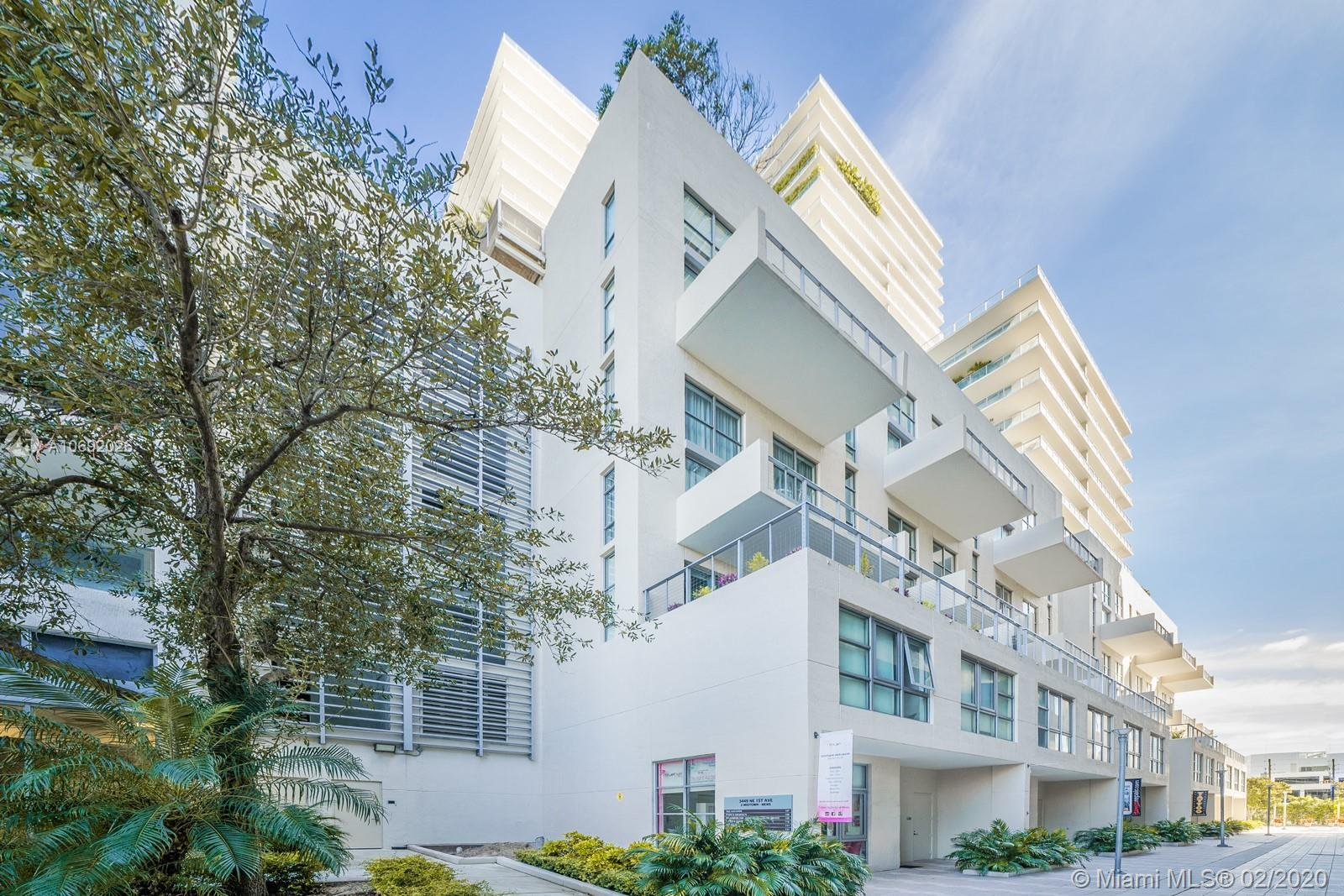 Modern Corner 2 BD / 3.5 BA tri-level live/work space in 2 Midtown with 2 tandem parking spaces. Uni