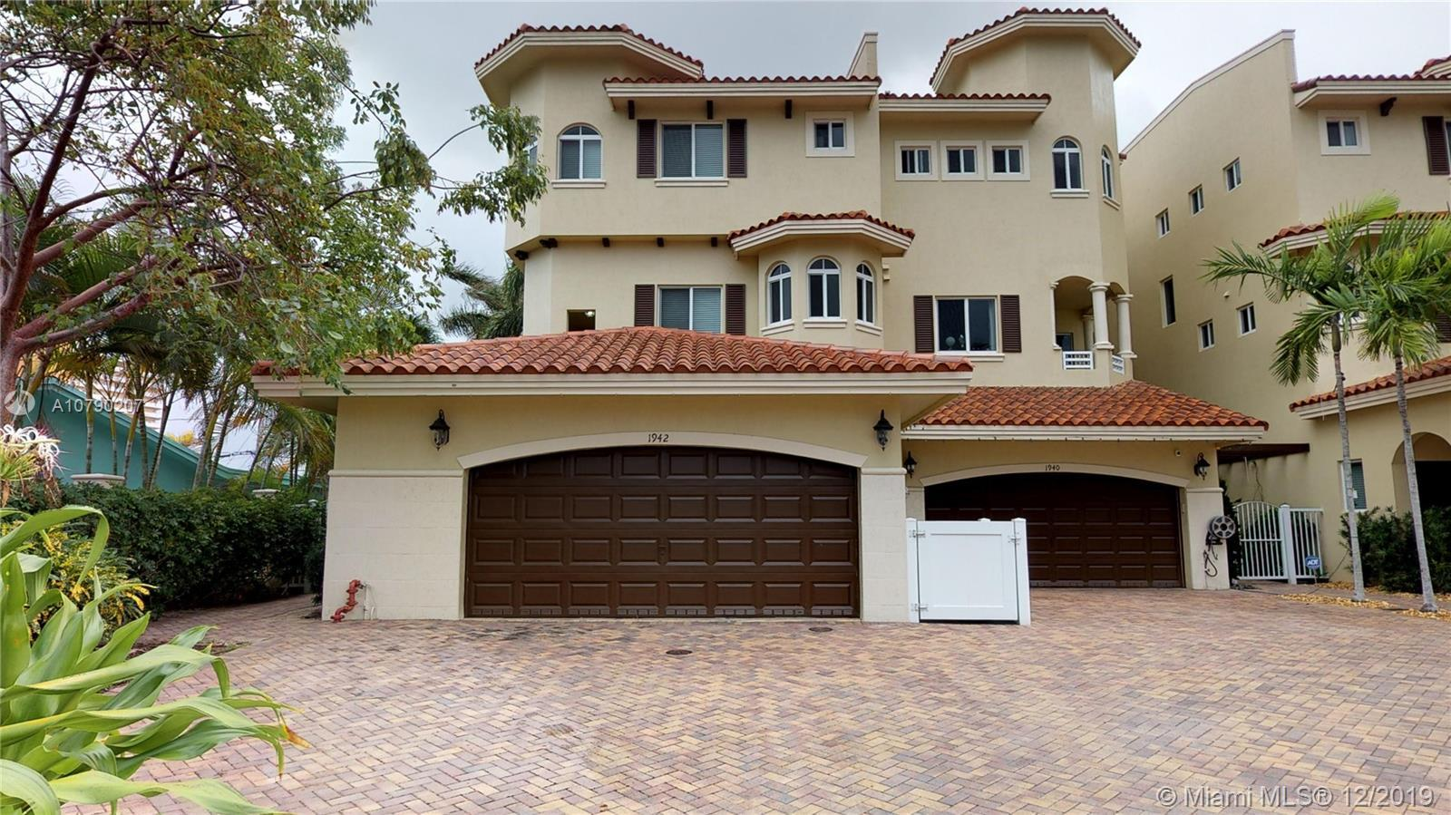 Townhome located in a beautiful community, walking distance to the beach. 3 bedrooms 4 full bathroom