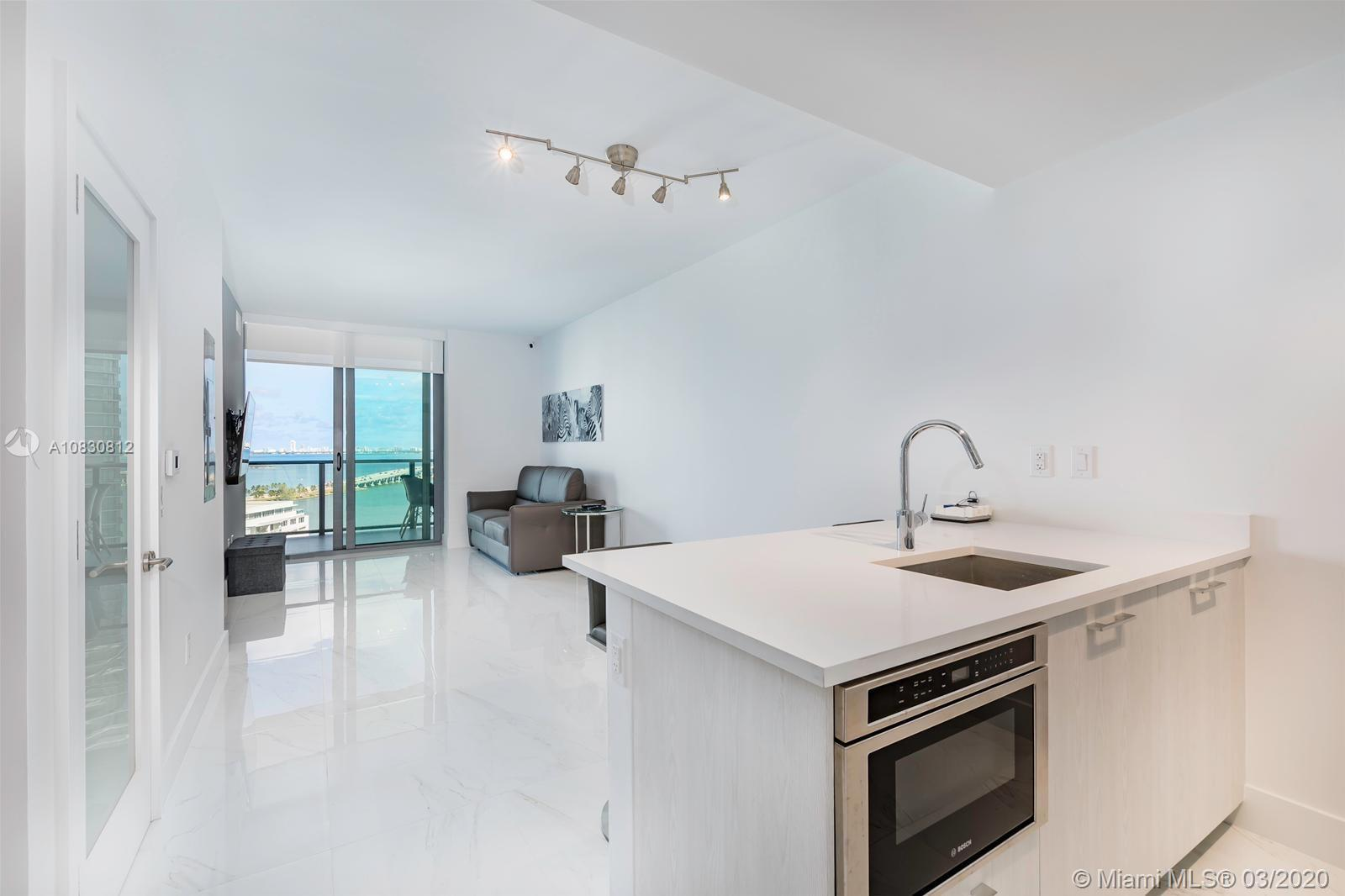 Beautiful one bedroom with one bathroom unit with amazing views of Downtown and Miami Beach skyline