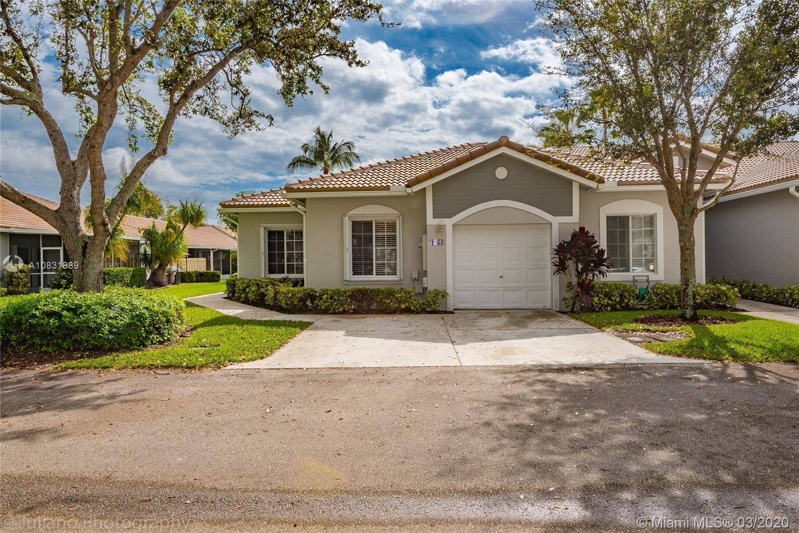 BEAUTIFUL 3/2 W/ 1CAR GARAGE VILLA IN GUARD GATED COMMUNITY!!! THIS UNIT HAS BEEN COMPLETELY REDONE!