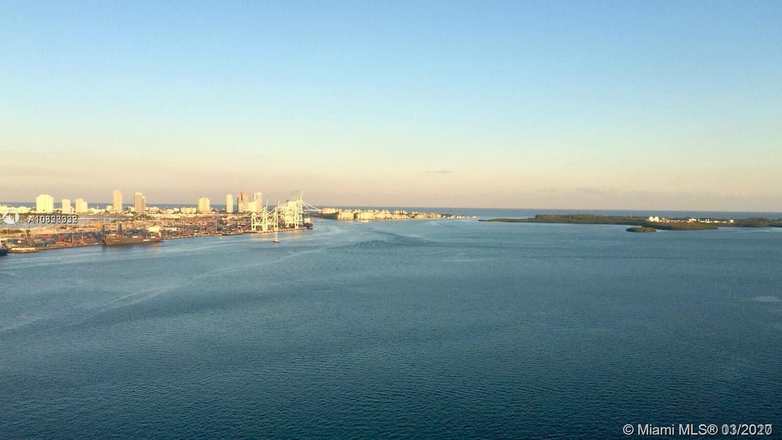 Amazing views of Biscayne Bay. Lovely and cozy one bed room 2 bathroom apartment with a walk-in. Mar