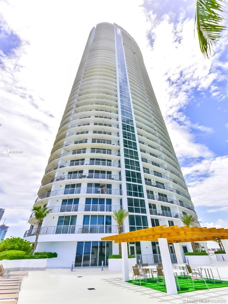 Spectacular and spacious furnished studio located in one of the best Miami's area, walking distance