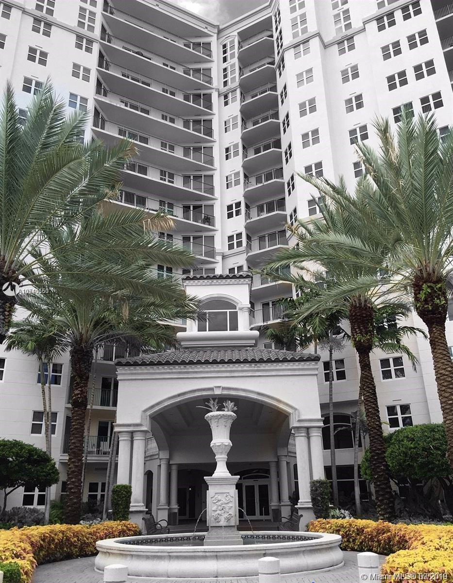 Relaxing and spacious  2/2 unit  w/ relaxing views in the prestigious Turnberry Village located in C