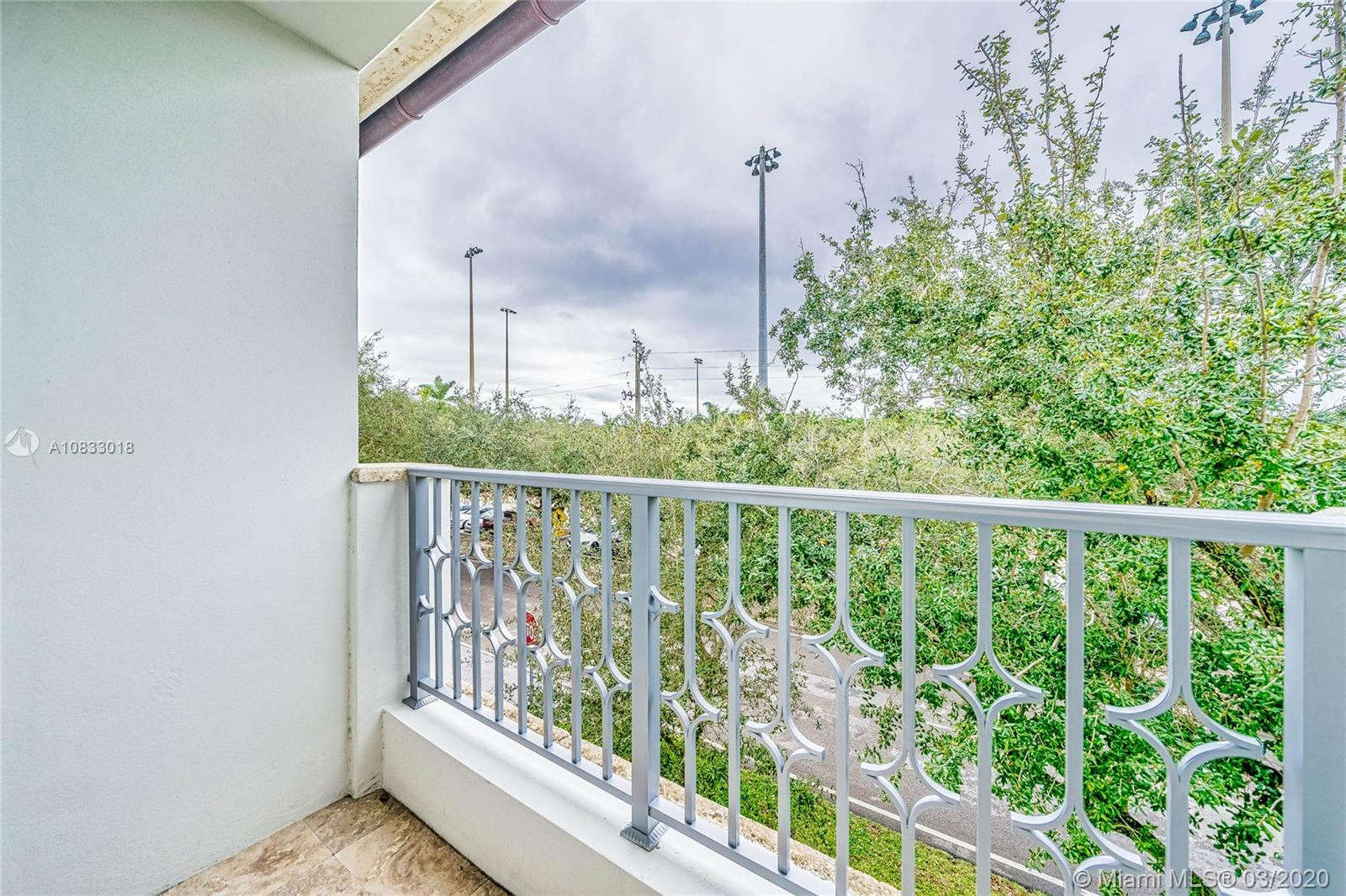 Elegant Townhouse located in the heart of Coral Gables.New construction, 2014. This 10 ft ceiling h