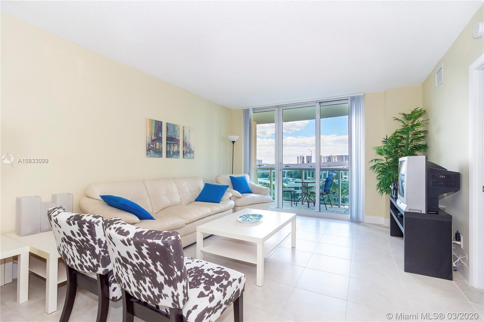 Lowest Price 2 Bed in the Building, Beautiful Intracoastal View 5 Minute walk to the Beach in Stunni