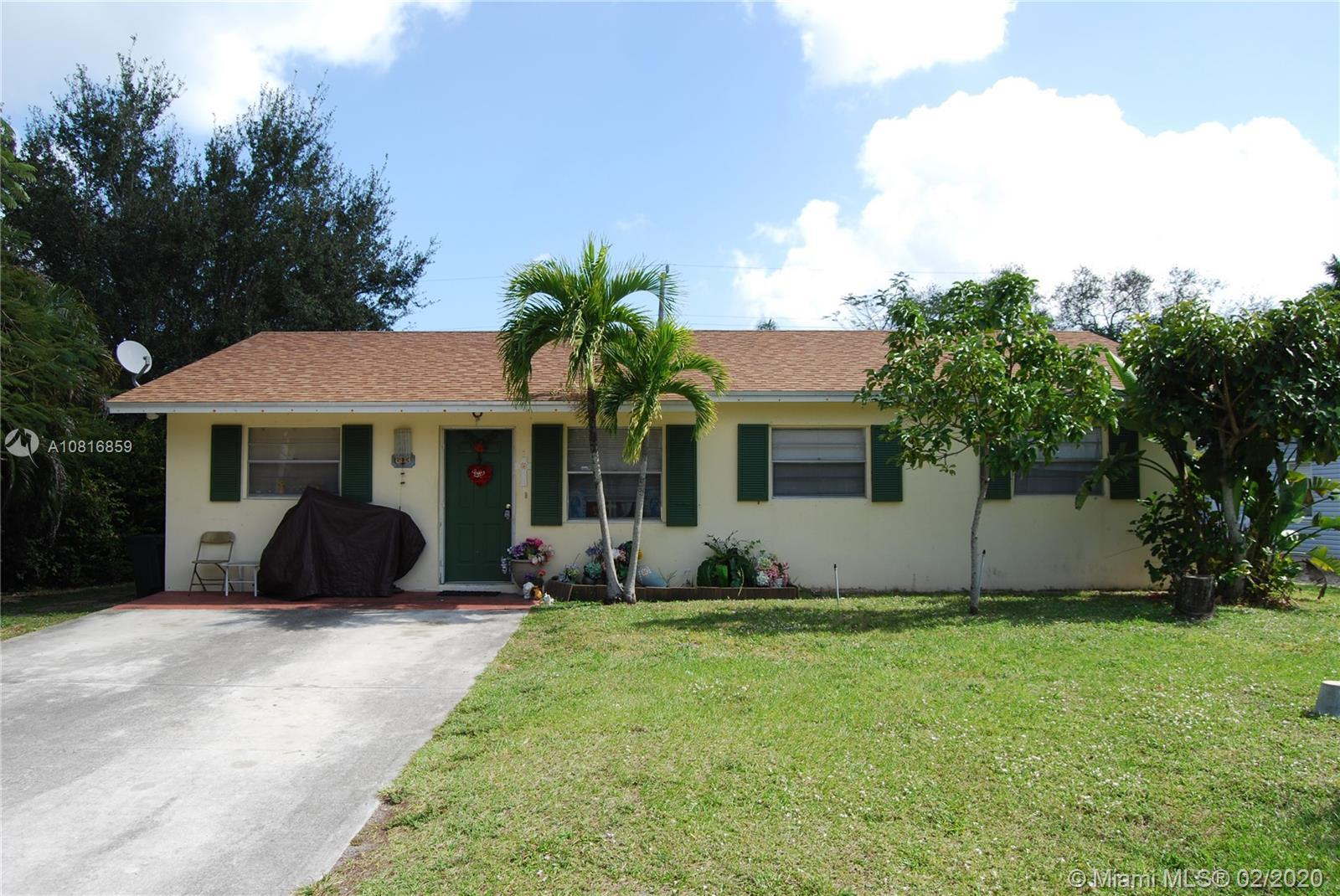**Investor Special** 4 Bedroom 2 Bathroom House in the Heart of Jupiter!! Long Term Tenants. Tremend