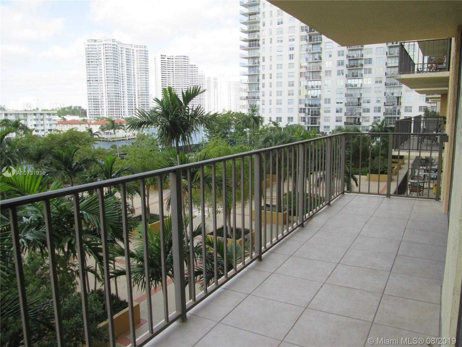 2/2 convertible in the most desirable Winston Towers. Beautiful view of the Intracoastal. Nice new k