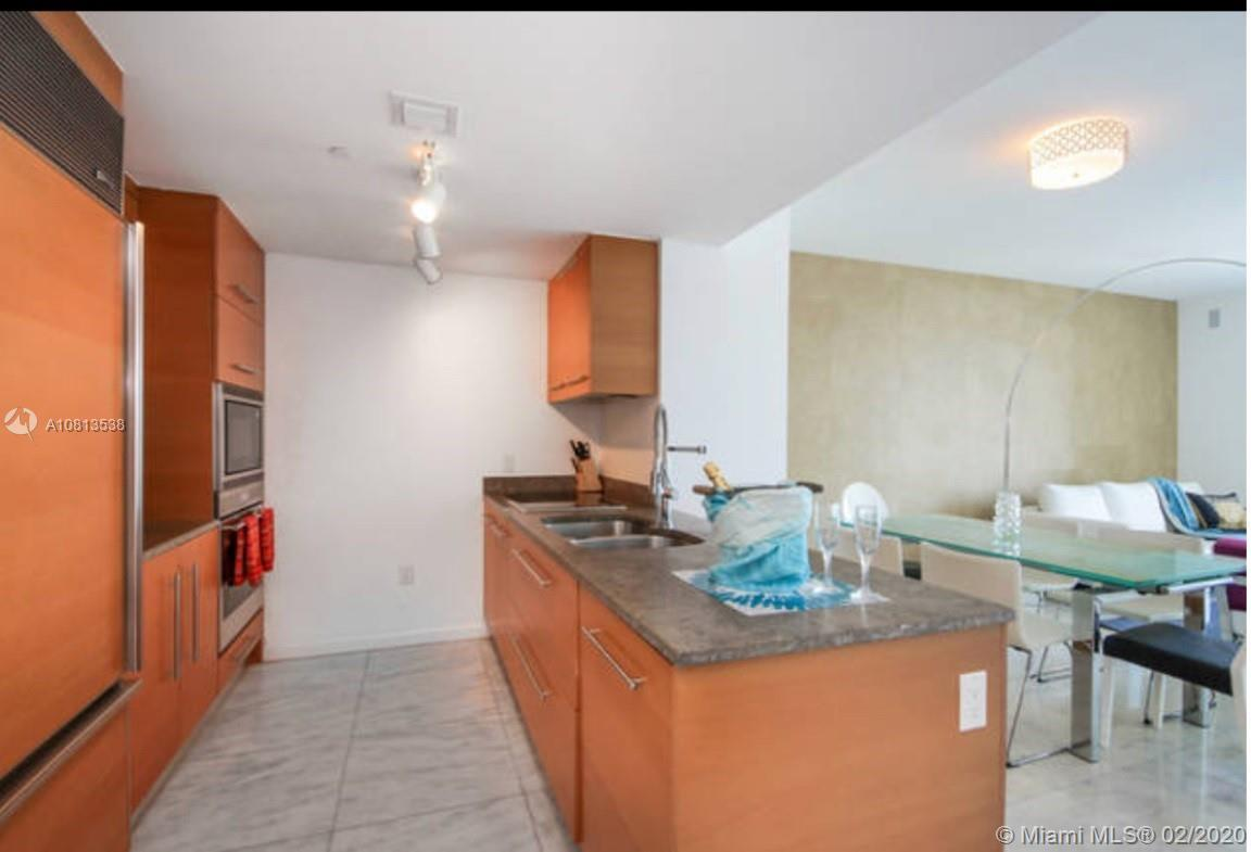 Beautiful Unit 1/1 + DEN located in the heart of Brickell Avenue, close to downtown, restaurants and
