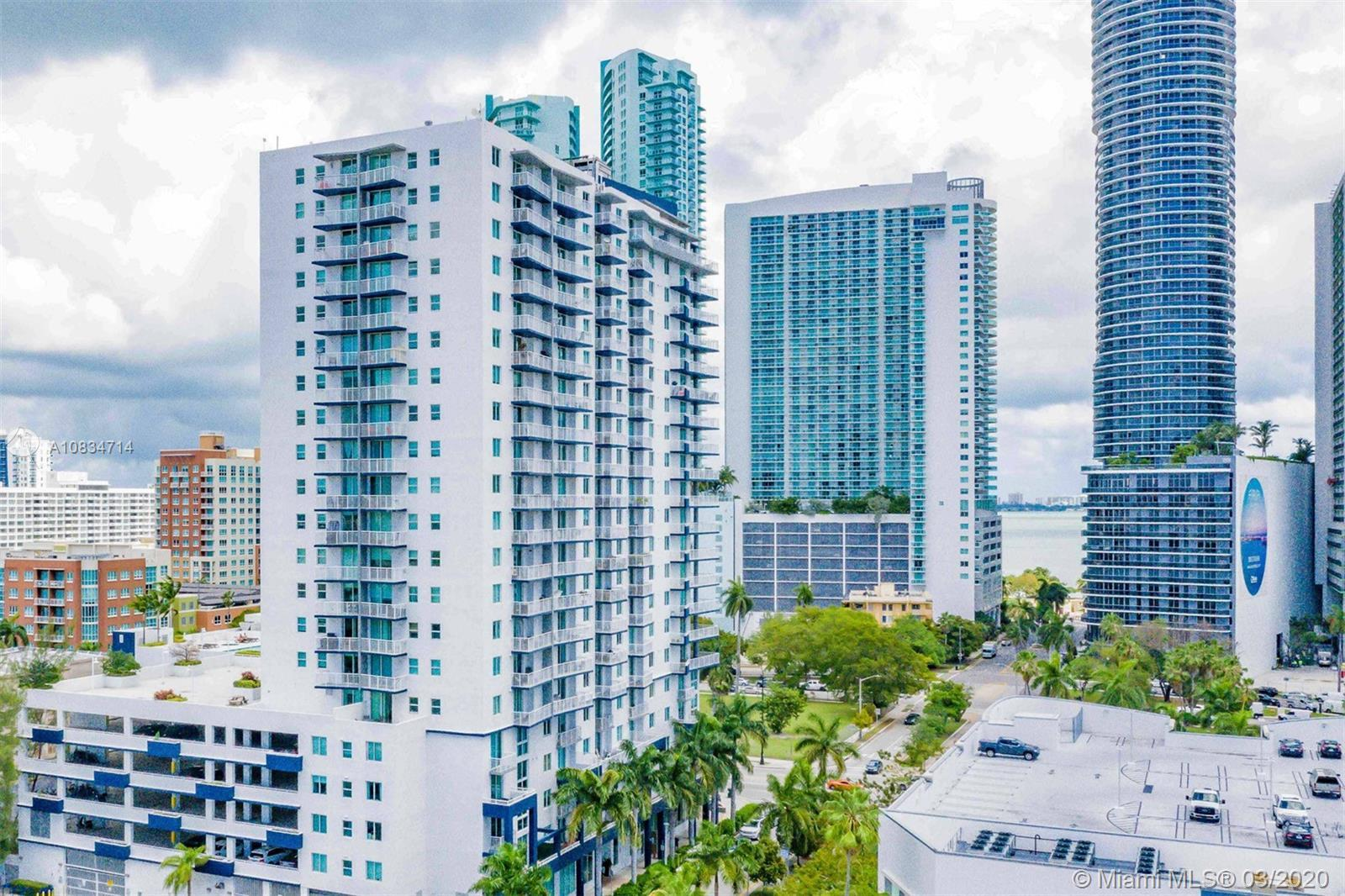 Cozy and spacious apartment located in Biscayne Plaza. Great neighboorhood. Unit with 3 bedrooms and