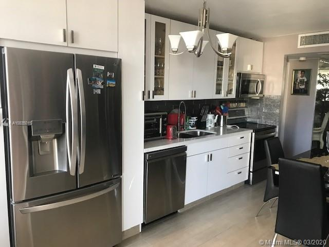 Move-in ready beautifully renovated spacious unit with 2 bed 2 bath split format. Eat in Kitchen, fo