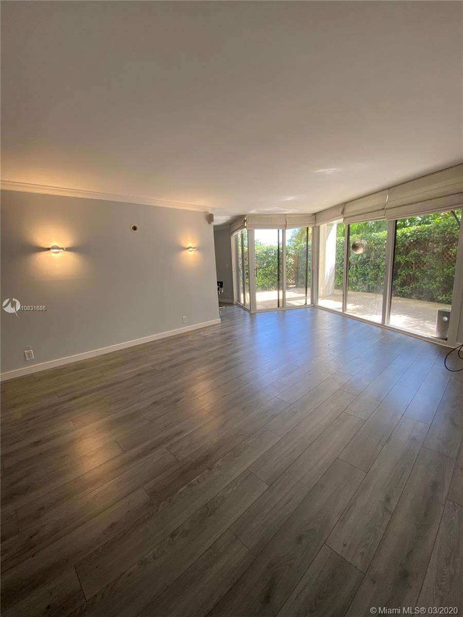 Lovely and well maintained 2 bedroom /2 bath corner unit with stunning views of Biscayne Bay in this