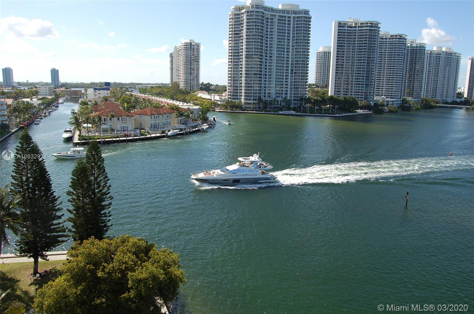 SUNNY ISLES!!!!!!!! , Walking distance to beach and retail shops. 2 bedroom 2 bathroom, Perfect for