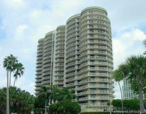 Unique property at Grove Towers' two story PH w/private roof deck & 270-degree of Totally unobstruct
