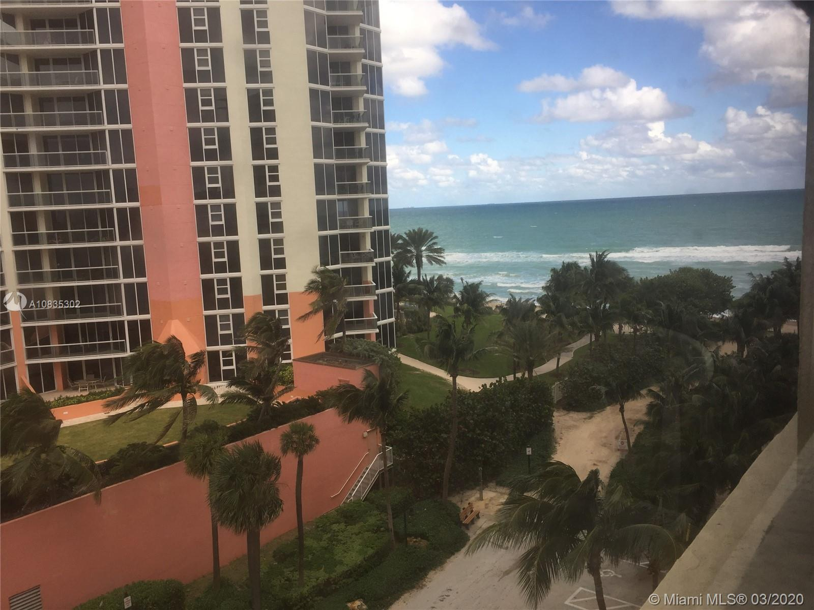 Studio in a oceanfront building, all amenities Pool bar Gym valet , Unit is not in the hotel program