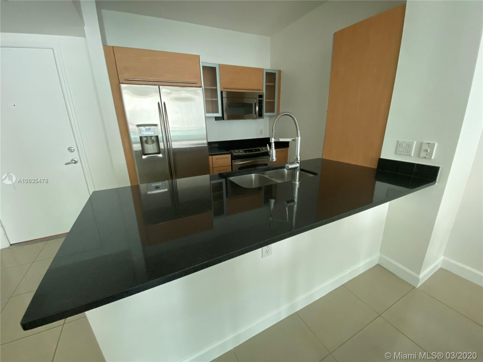 Beautiful 1/1 located in the heart of Brickell at The Plaza! Low maintenance fee. Spacious bedroom w