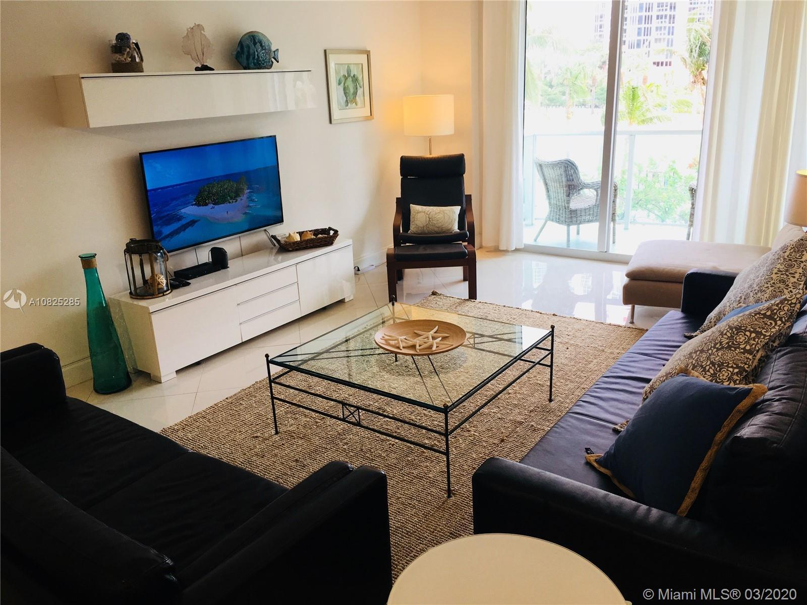 Spacious 2/2, in prime location, across street from the beach, minutes from Aventura Mall, restauran